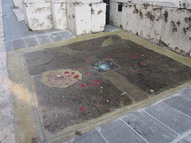 セルビア側が落とした爆弾跡