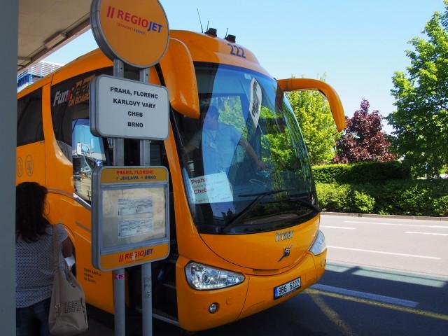 コツはバス停の行き先とバスの前面にあるプレートが一致しているか確認すること