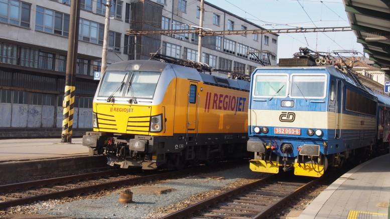 左がREGIO JET、右が国鉄