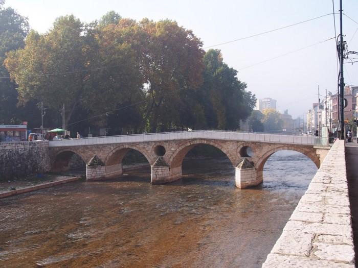 ボスニア・サラエボにあるこの橋から全てが始まった