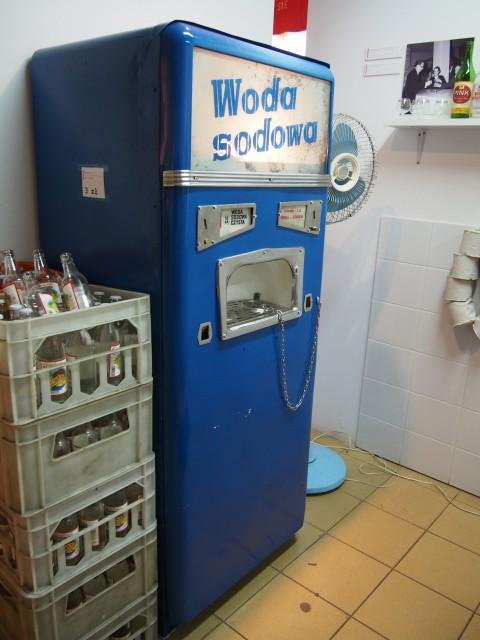 社会主義時代のソーダの自販機
