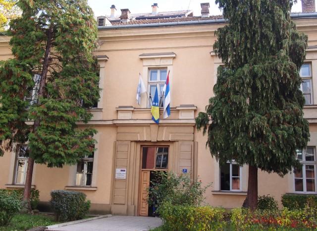 ボスニアの国旗とスルプスカ共和国の旗