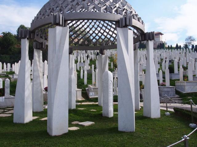 ボスニア人の代表、イゼトベコヴィチの墓