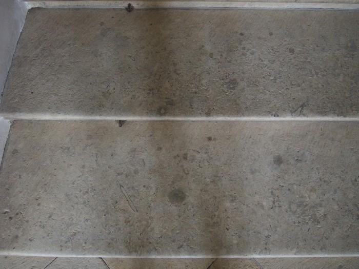 階段1段の床面積が広い